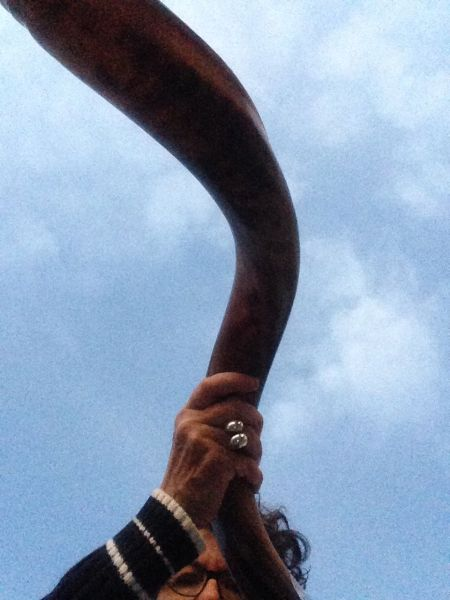Portrait Amy with Shofar